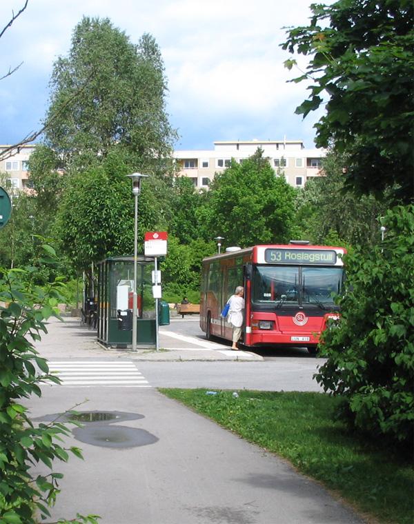 Buss 53 mot Roslagstull på Henriksdalsberget