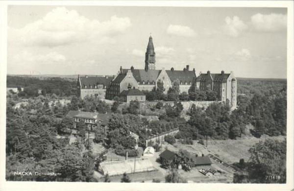 Vykort visar Danvikshem och gamla Vilans skola från Henriksdalsberget