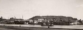 Henriksdalshamnen, Stockholm: Varvet Hammarbyverken med Henriksdalsberget i bakgrunden