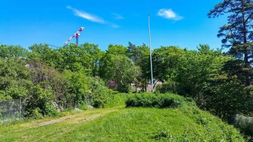 Gröna bältet söder om funkisområdet på Kvarnholmen i Nacka