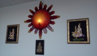 Solformad lampa på Bee's thairestaurang i Henriksdalshamnen
