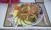 Pad thai med tofu på Bee's thairestaurang i Henriksdalshamnen