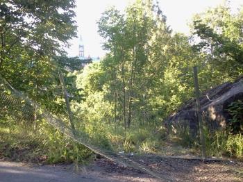 Staket mellan Henriksdalsbacken och Kvarnholmsvägen
