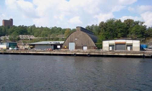Nu rivna sillmagasinet (s.k. saltkyrkan) på Kvarnholmens södra kaj, Nacka