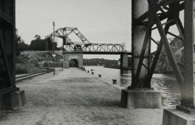 Tunnelmynning vid Danvikstull med Danviksbron och kranfot i Norra Hammarbyhamnen