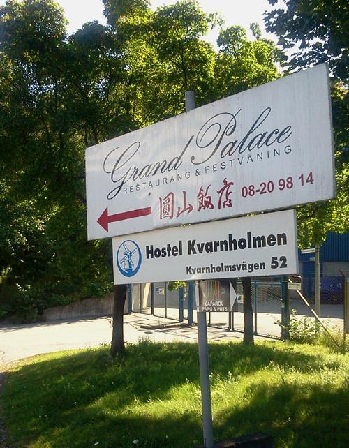 Skylt för kinakrogen Grand Palace i Saltsjöqvarn och Hostel Kvarnholmen