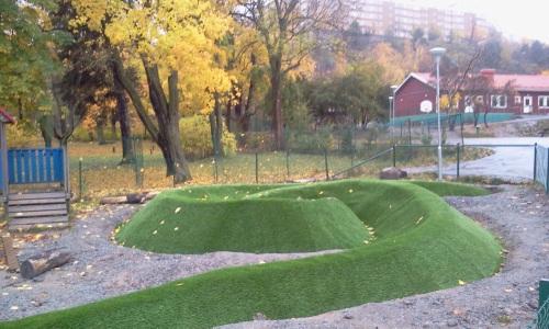 Minilabyrint av konstgräs vid Vilans skola