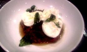 Vegetarisk ratatouille med mozarella och friterad basilika på Elite Hotel Marina Tower