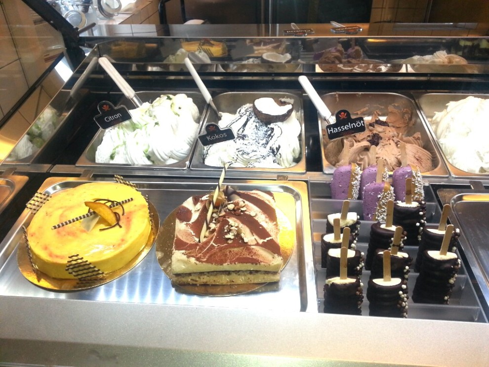 Kvarnholmen, Nacka: Bullandö glassfabrikens disk med gelato, sorbet, glasstårtor och egentillverkad pinnglass