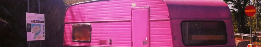 rosa husvagnen på kvarnholmen i nacka