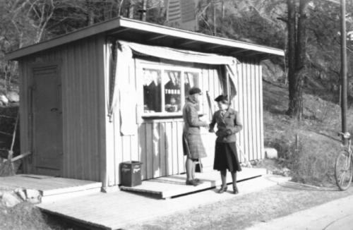 Kiosk på Kvarnholmsvägen i Nacka, 1943