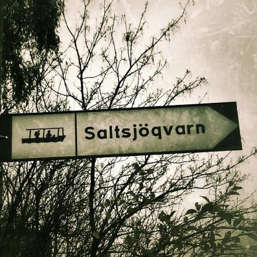 skylt för sjövägen i saltsjöqvarn