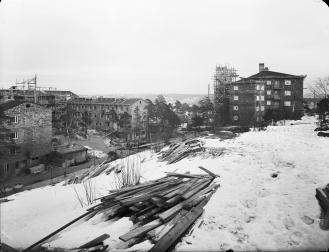 Uppbyggnad av funkishusen på Finnberget i Nacka (bild: Sune Sundahl)