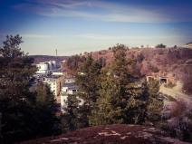Finnboda och Finnberget syns från Trolldalen på Henriksdalsberget i Nacka