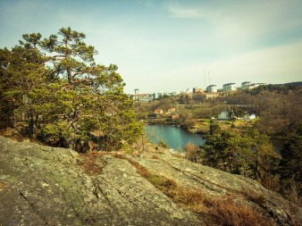 Utsikt från skogen Trolldalen i Nacka
