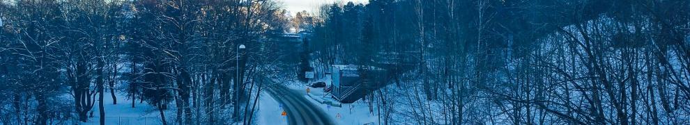Kvarnholmsvägen sedd från Henriksdalsviadukten