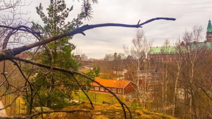 Vårig utsikt från Trolldalen mot Vilans skola