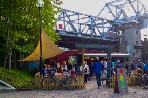 Boule & berså under Danviksbron