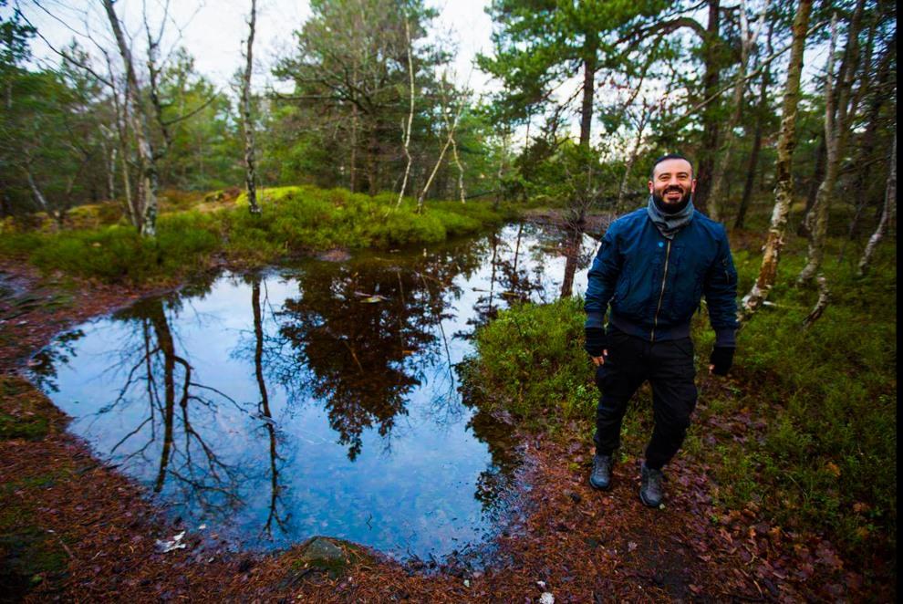 Konstantin Irina vid tjäret i Trolldalen (bild: Lars Epstein)