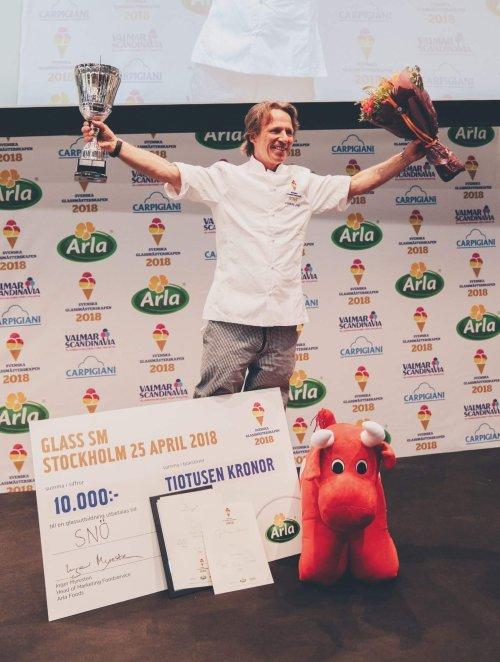 Kenneth Erlandsson med utmärkelser (bild: Gastro Nord)