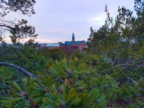 Danvikshem syns från Trolldalen i Nacka