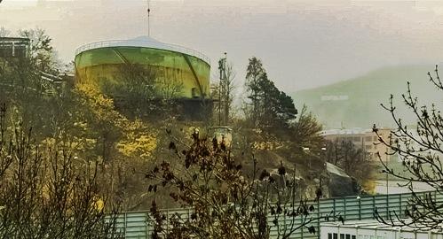 Lutande gasklocka i Henriksdal