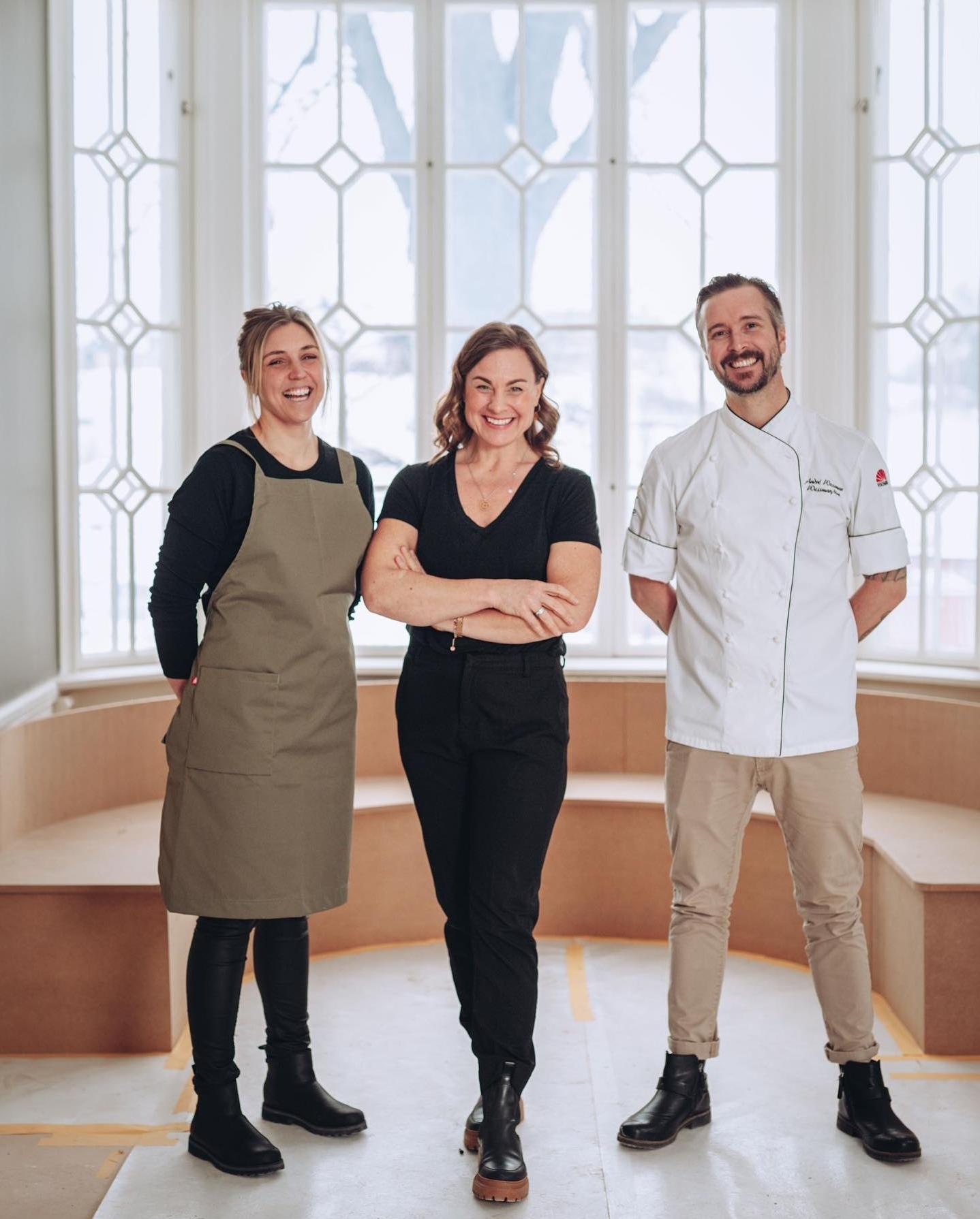 Jessica Karlberg (restaurangchef), Karin Sundqvist (grundare) och André Wessman (kökschef)
